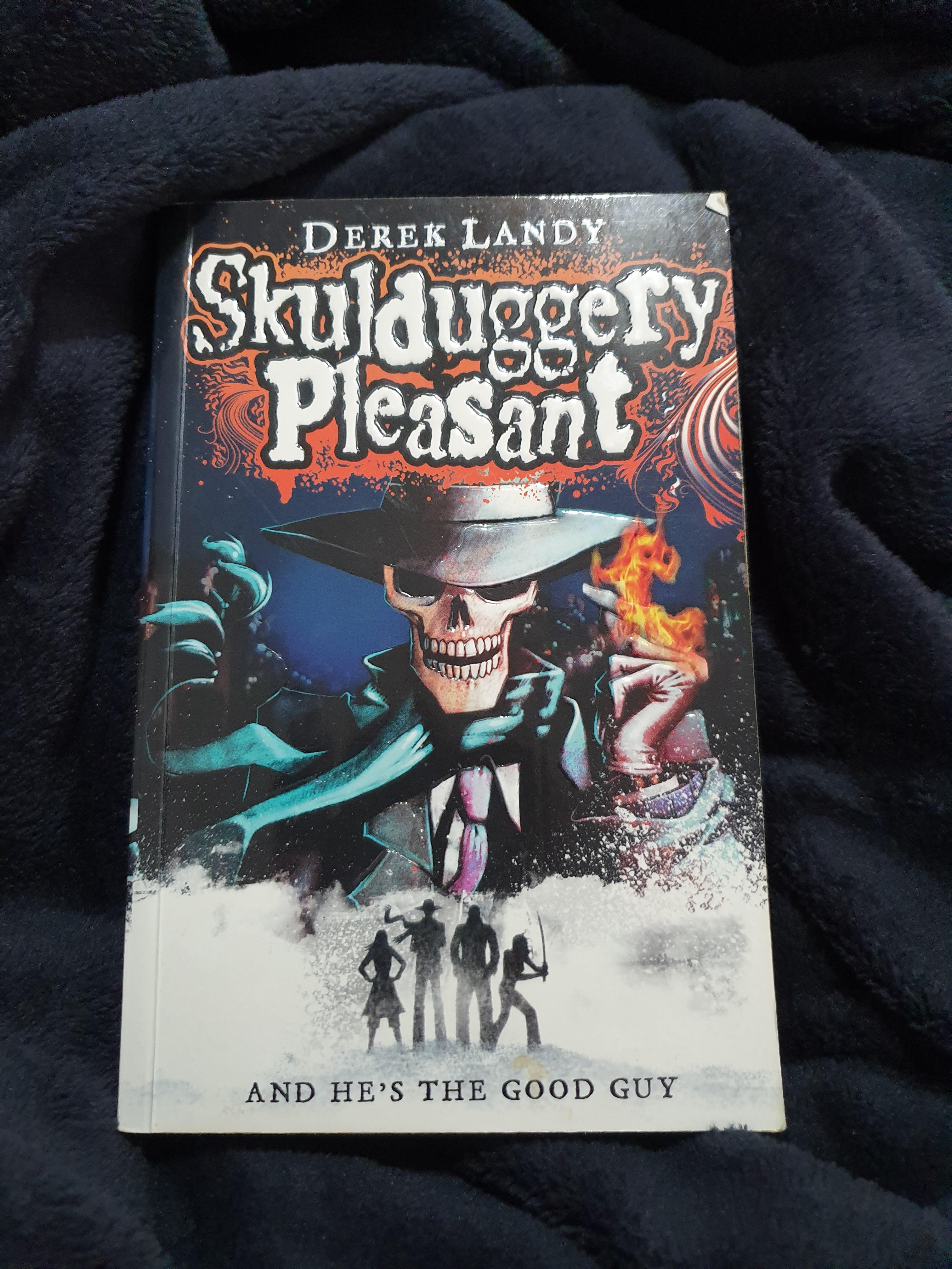 Skulduggery Pleasant by Derek Landy (1)